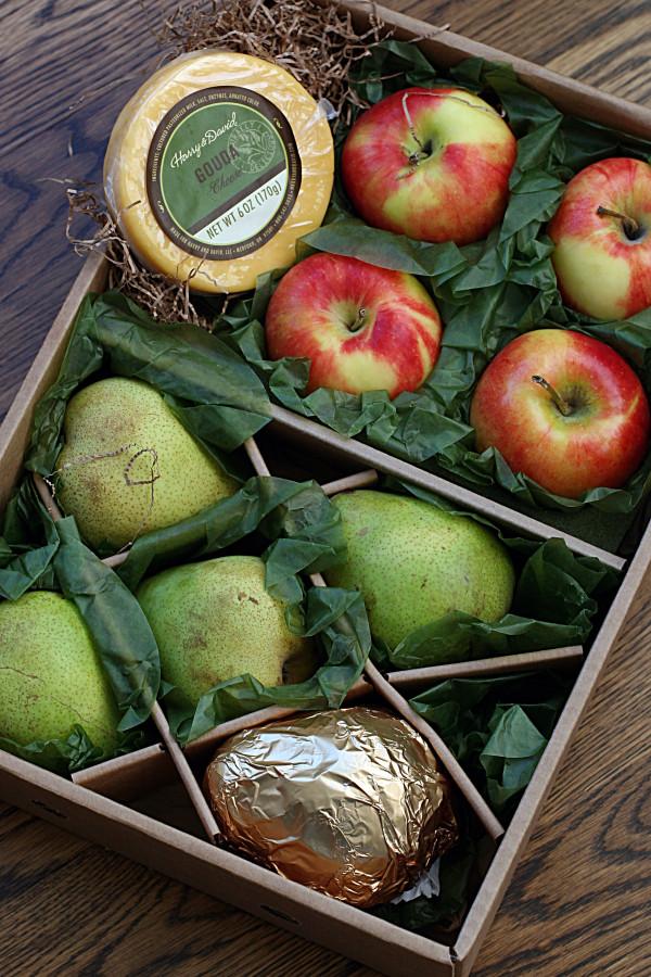 pears and leeks fruit box